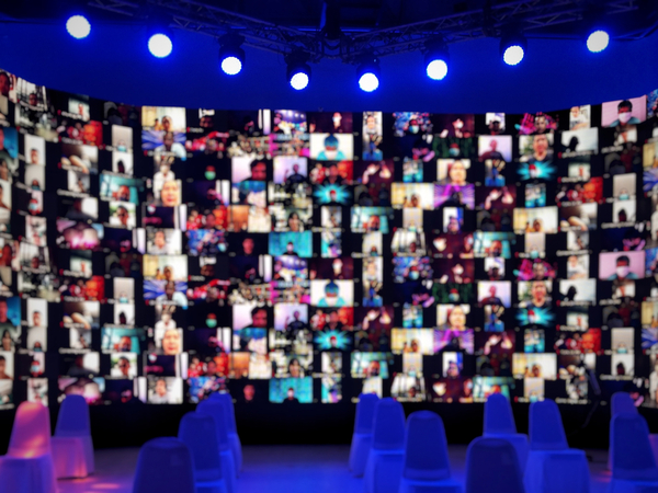 Hundreds of virtual attendees at an event