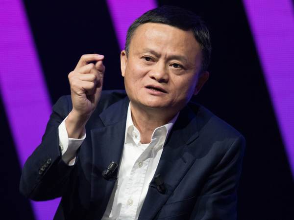 Jack Ma in the middle of an explanation at a conference